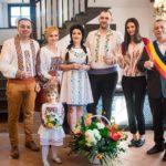 Iulia Martinescu și soțul ei s-au cununat în port popular