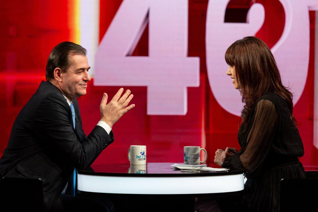 """Ludovic Orban a vorbit aseară, la """"40 de întrebări cu Denise Rifai"""" despre încercările de-a lungul vieții și sprijinul necondiționat primit de la mamă și soție"""