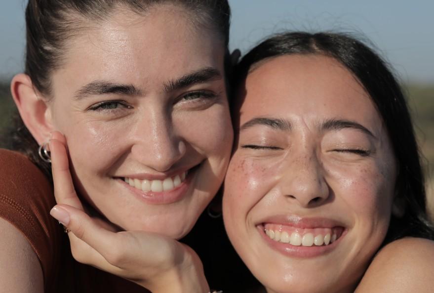 """NIVEA lansează scurt-metrajul """"Twins"""", parte din campania Care for Human Touch care dezvăluie puterea atingerii umane pentru sănătatea și fericirea noastră"""