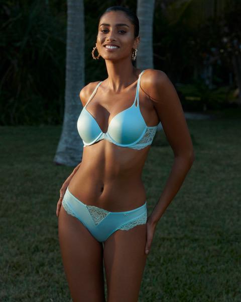 Blue on you: lenjerie răcoroasă pentru zile fierbinți